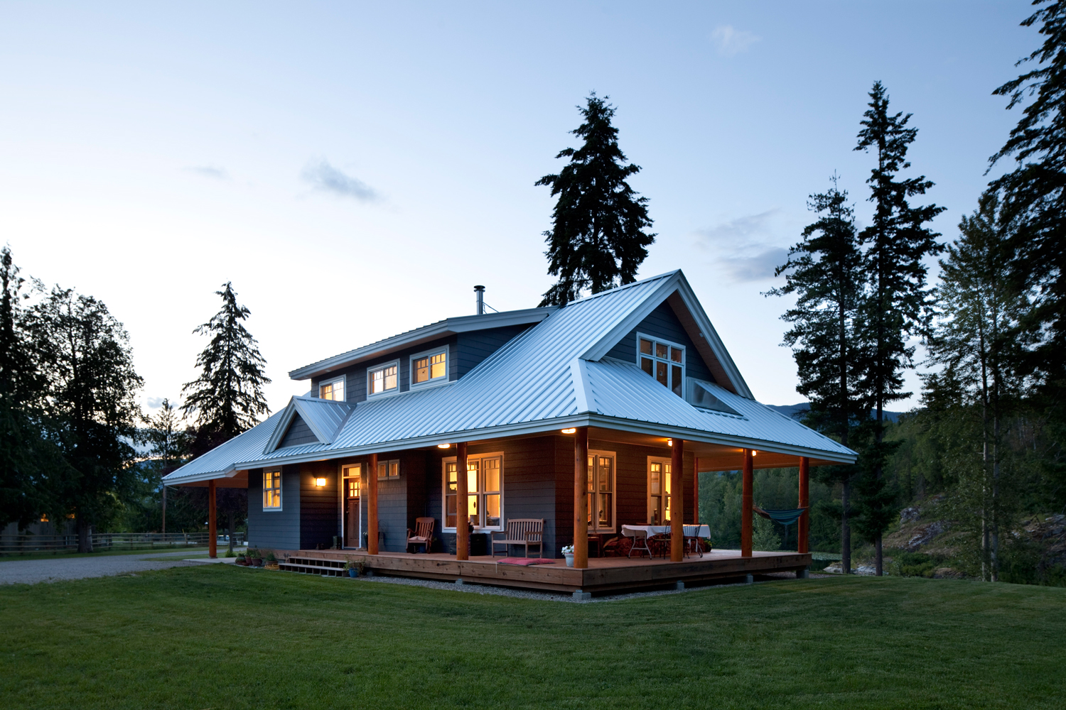 Mountain home revelstoke bc john gower design for Metal houses